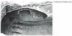 稲荷山横穴墓群 1号墓玄室内玄門側検出状況